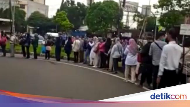 TransJakarta Antre Parah, Warga Teriak di Twitter