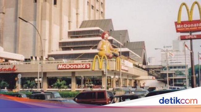 Ini Suasana McDonald's Sarinah Sejak Pertama Buka Hingga Ingin Tutup Permanen