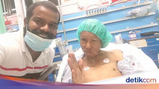 Viral Aksi Baik Hati Driver Ojol Tolong Tunawisma yang Pingsan di Jalan