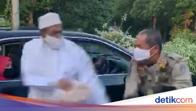 Pria Bergamis yang Lawan Petugas PSBB di Surabaya Habib Umar Assegaf