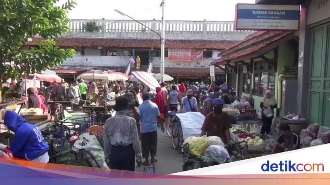 PSBB Diakhiri, Warga Kota Tegal Serbu Pasar Cari Kebutuhan Lebaran