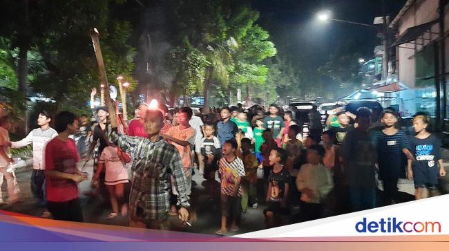 Tak Pedulikan Physical Distancing, Warga Surabaya Tetap Nekat Takbir Keliling