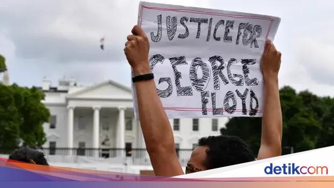 Ratusan Warga Berdemo di Luar Gedung Putih Atas Ke