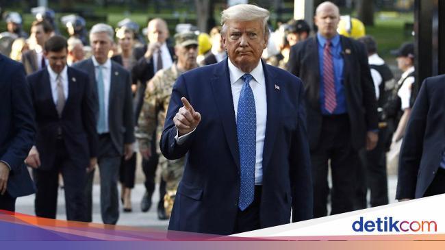 Banjir Kritik ke Trump yang Kerahkan Militer Usai