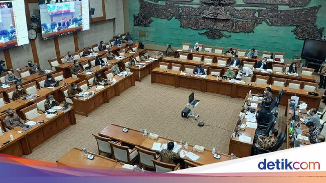 Debat Panas Bahas Utang Holding Tambang, Anggota DPR Gebrak Meja
