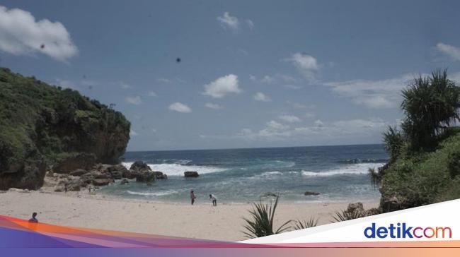 Ada Loh Pantai Ngeden Di Yogyakarta