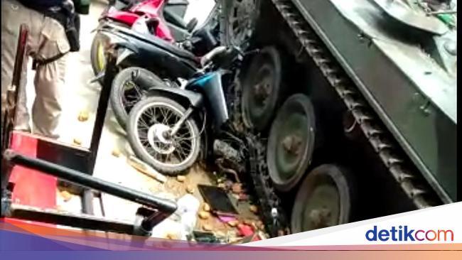 Waduh, Tank TNI 'Ngedrift' Gilas Gerobak Gorengan dan Motor