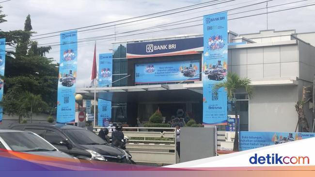 74 Karyawan Terpapar Virus Corona Bank Di Sumbar Ditutup Sementara
