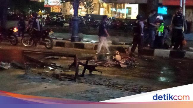 Jabar Hari Ini: Demo Bandung Kembali Ricuh-Komentar Istri ...