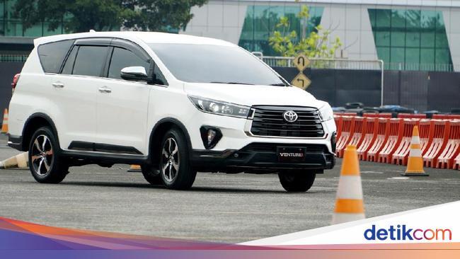 Lihat Dari Dekat Wajah Toyota New Kijang Innova