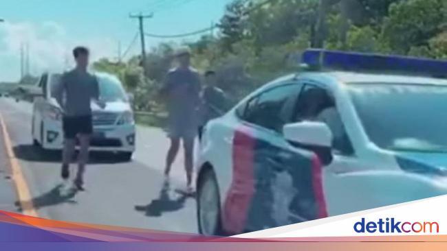 Heboh Pria Mirip Richard Muljadi Joging Dikawal Polisi di Bali