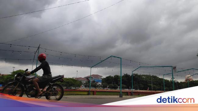 Pagi Diguyur Hujan Begini Prakiraan Cuaca Di Bandung Dan Sekitarnya