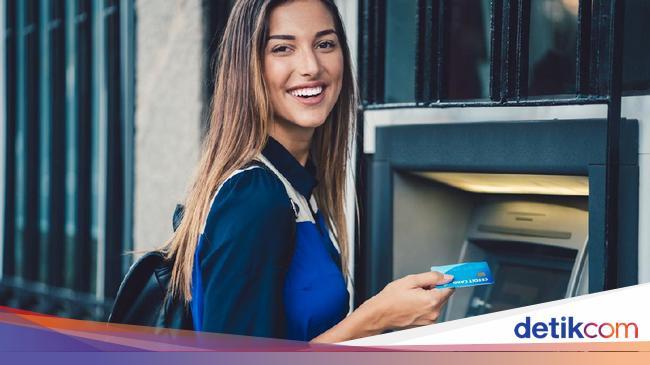 BMRI Selain Kantor Cabang, Nasabah Bank Juga Mulai Tinggalkan Layanan ATM Nih!