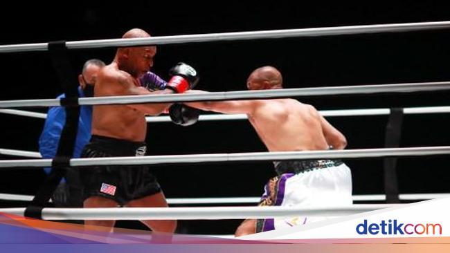 Mike Tyson Vs Roy Jones Jr Berakhir Tanpa Pemenang