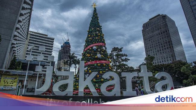 Pohon Natal Raksasa Hiasi Thamrin 10