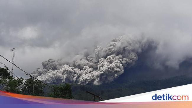 Gunung Merapi Erupsi, Sirine Bahaya Meraung-Warga Turun ke Tempat Aman
