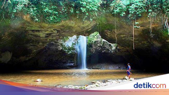 Air Terjun Jembatan Batu Si Cantik Untuk Pemanjat Tebing