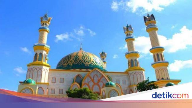 Berkunjung Ke Masjid Termegah Di Lombok
