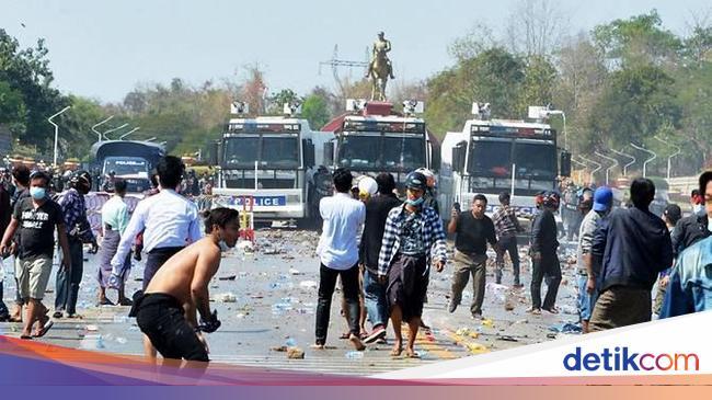 Petaka Tembakan di Kepala Tewaskan Demonstran Antikudeta