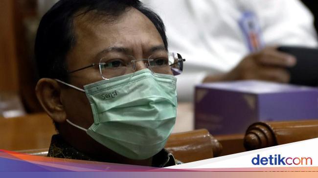 Kontroversi Anggota DPR Disuntik Vaksin Nusantara