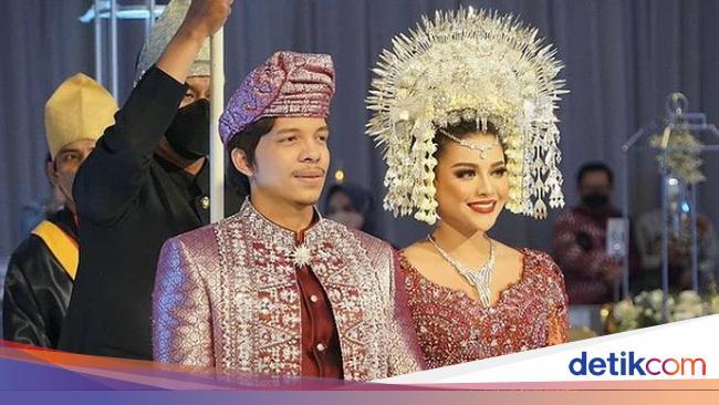 Wolipop Intip Kerajaan Bisnis Aurel dan Atta yang Baru Gelar Pernikahan Mewah - Wolipop