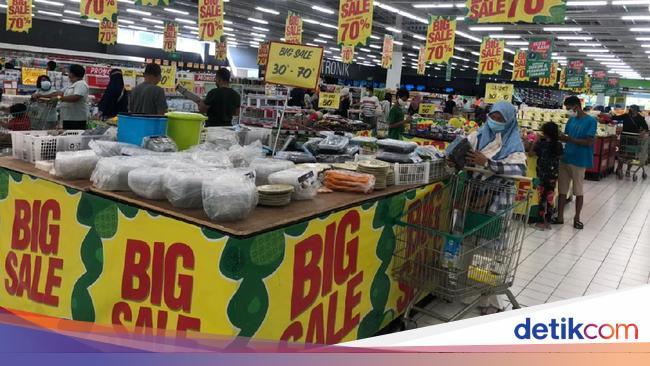 Giant Tutup Permanen Mulai Besok, Barang Sisa Akan