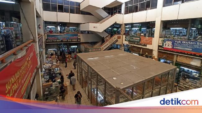 KAEF Tolong! Stok 'Obat' COVID-19 di Pasar Pramuka Masih Kosong