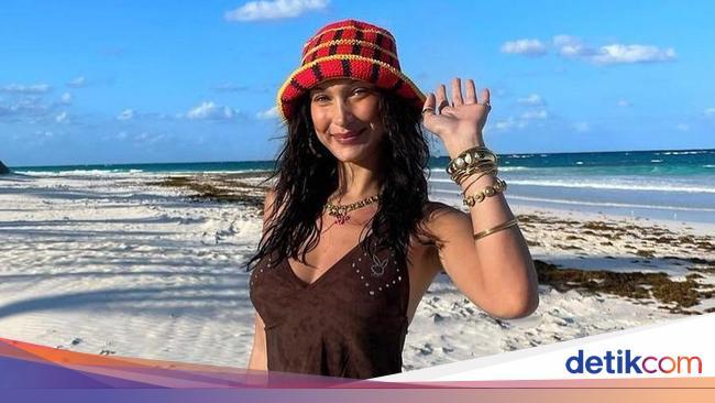 5 Potret Gaya Stylish Seleb Hollywood Pakai Rajutan Karya Desainer Indonesia