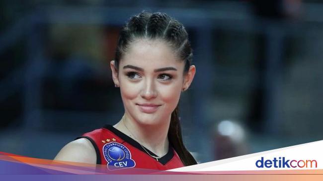8 Foto Atlet Voli Turki Zehra Gunes, Cantiknya 'Menghinoptis' di Olimpiade