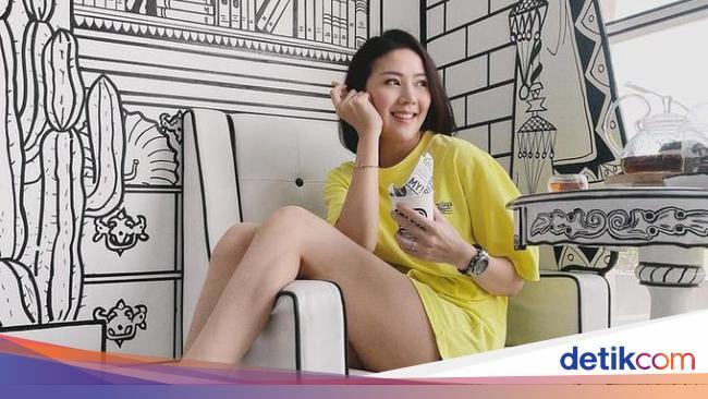 10 Potret 'Crazy Rich' Agnes Jennifer Saat Hangout di Kafe