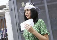 Wow! Topi Plastik Jessica Iskandar ini Setara Harga Motor