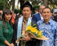 Tommy Soeharto dan Tata Regita Kompak Hadiri Wisuda Putra Pertama