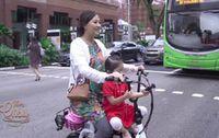 Kenakan Daster, Sarwendah Antar Thalia Sekolah di Singapura dengan Sepeda