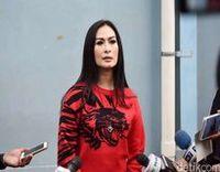 Iis Dahlia Akui Suaminya Pilot Garuda yang Bawa Harley Ari Askhara