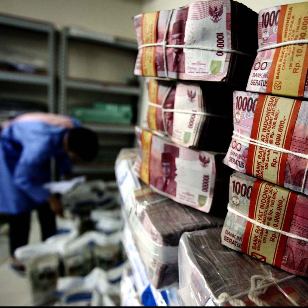 Perbankan dan Pemerintah Rebutan Uang Masyarakat