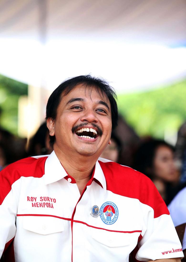 Sambil Tertawa, Roy Suryo Tegaskan Tak Ambil Aset Kemenpora