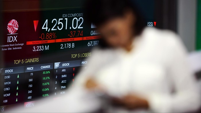 Indeks Harga Saham Gabungan (IHSG) tak mampu lepas dari jeratan jaring negatif dan melemah 24 poin. Seluruh bursa di Asia pun kompak melemah.