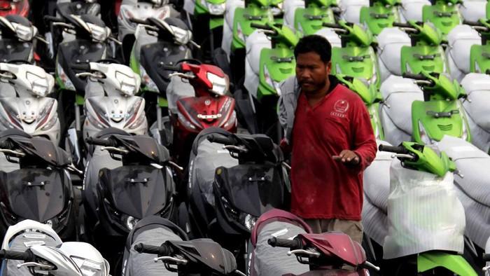 Asosiasi Industri Sepeda Motor Indonesia (AISI) menargetkan pertumbuhan penjualan sepeda motor sampai akhir tahun 2012 naik 10-12% dari tahun 2011 atau sekitar 8,3 juta unit. Berdasarkan catatan AISI, total penjualan sepeda motor di Indonesia tahun 2011 mencapai 8.012.540 unit.