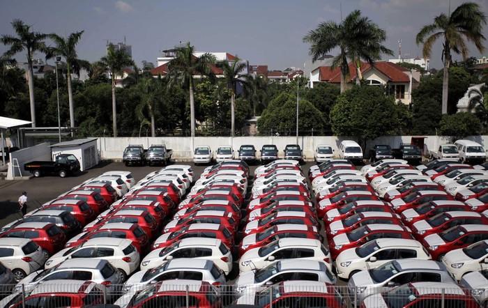 Penjualan mobil di Indonesia pada kuartal-1 tahun 2013 tembus diangka 300.000 unit. Toyota tetap jadi produsen terlaris di Indonesia.