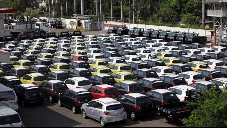 Mobil-mobil siap dikirim ke konsumen (Foto: Rachman Haryanto)