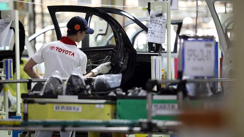 Usai diresmikan oleh Menteri Perindustrian MS Hidayat, pabrik Toyota Plant 2 di Karawang Jawa Barat, langsung menjalankan aktivitasnya. Di sinilah mobil terbaru Toyota Etios Valco diproduksi dan dihasilkan.