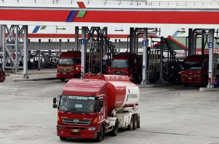 Menteri ESDM Jero Wacik melakukan sidak ke terminal BBM Plumpang, Jakarta Utara, Rabu (31/7/2013). Menurutnya, stok BBM dan elpiji saat arus mudik dan balik Lebaran dalam posisi aman.