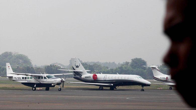 Pesawat jet pribadi parkir di Bandara Halim Perdanakusuma, Jakarta. Pesawat jet pribadi menjadi lahan bisnis yang cukup signifikan, Pesawat pribadi diyakini dapat meningkatkan mobilitas dan menghemat waktu pengusaha dan ekspatriat.