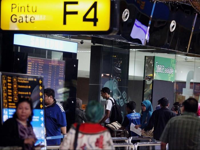 Suasana padat di bandara (Foto: Rengga Sancaya)
