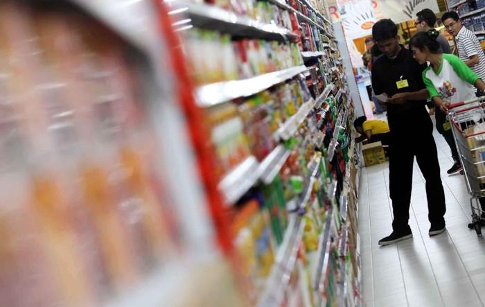 Semester pertama di tahun 2013, penjualan ritel di Indonesia naik 14,8% dibandingkan tahun lalu pada periode yang sama. Berdasarkan survei, menjelang masa liburan Ramadan dan Lebaran konsumsi biasanya akan terus meningkat. File detikFoto.