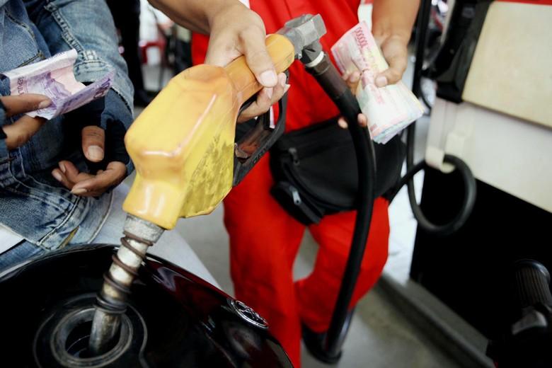 Pemerintah lagi-lagi mengungkapkan soal rencana kenaikan harga BBM subsidi pada bulan Juni 2013 mendatang. Harga bensin premium akan naik menjadi Rp 6.500/liter, dan solar harganya menjadi Rp 5.500/liter.