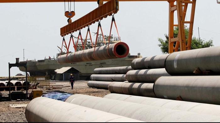 Anak perusahaan dari PT PP Tbk (PTPP), PT PP Precast baru memproduksi beton pra cetak dan tiang pancang selama 5 bulan. Hingga sekarang perusahaan tersebut telah mendapatkan kontrak senilai Rp 500 miliar untuk memproduksi tiang pancang. Kita intip pabriknya yuk.