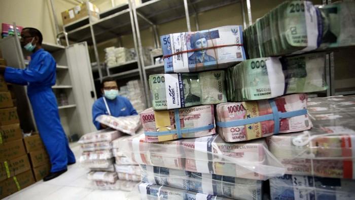 Bank Indonesia telah melakukan persiapan guna menghadapi permintaan penukaran uang menjelang hari raya Idul Fitri 2014. Bank Indonesia menyiapkan uang tunai senilai Rp 156 triliun.