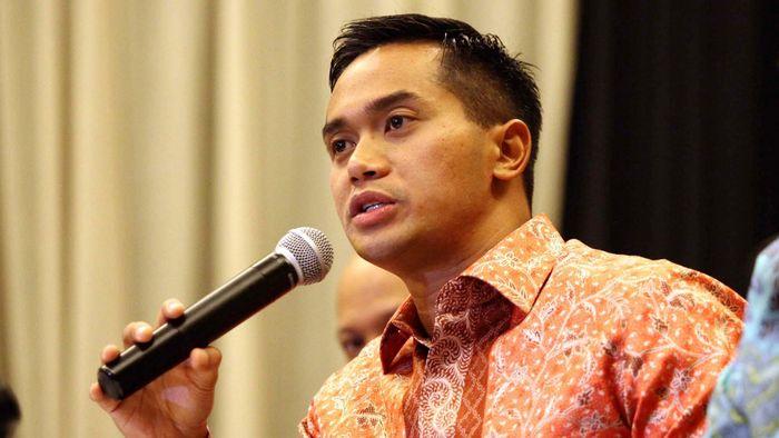 Kamar dagang Indonesia (Kadin) akan menggelar dialog Capres dan Cawapres. Hal tersebut disampaikan Wakil Ketua Umum Kadin Bidang Organisasi dan Keanggotaan Anindya N. Bakrie dalam jumpa pers di Jakarta, Selasa (17/6/2014).