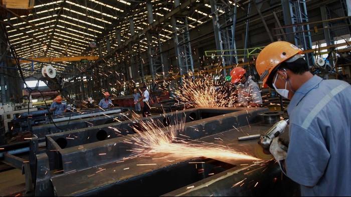 Sejak tahun 1981 PT Indonesia Kereta Api telah beroperasi. Di tanah seluas 22,5 Hektar tersebut, INKA telah memproduksi ribuan kereta api untuk Indonesia termasuk jenis kereta dengan gerbong anti peluru. Yuk, kita intip proses pembuatan kereta api tersebut.